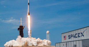 SpaceX และอีลอน มัสก์ ส่งจรวดเอกชนลำแรกพามนุษย์สู่อวกาศ