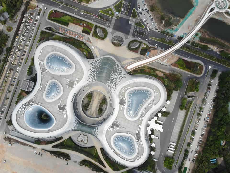 อาคารสินค้าปลอดภาษีซานย่า อินเตอร์เนชันแนลดิวที้ฟรี คอมเพล็กซ์ (Sanya international duty-free shopping complex) ในซานย่า มณฑลไห่หนาน