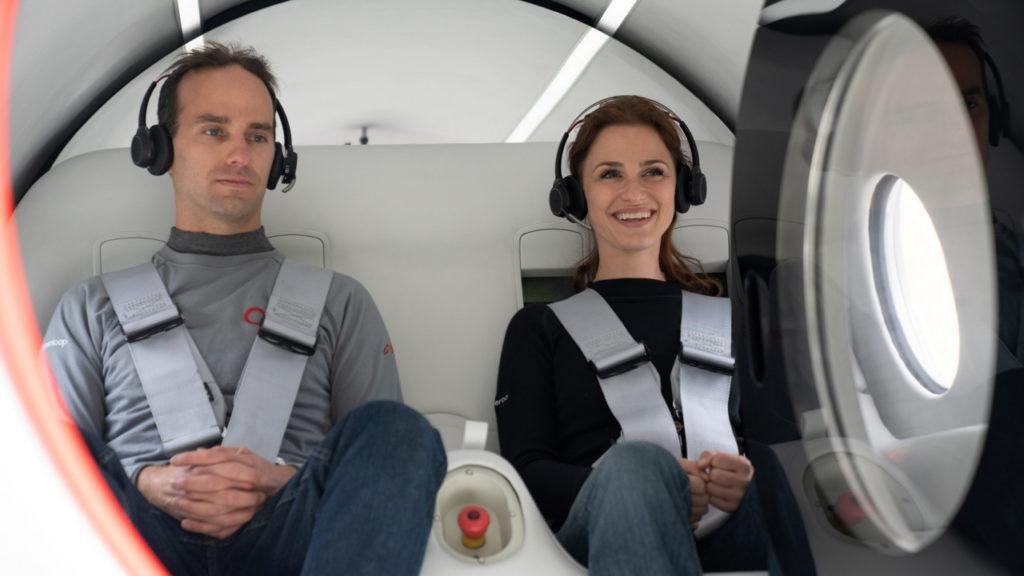 ผู้โดยสารไฮเปอร์ลูป 2 คนแรกในประวัติศาสตร์คือ Josh Giegel ผู้ร่วมก่อตั้งและซีทีโอของบริษัท และ Sara Luchian ผู้อำนวยการฝ่ายประสบการณ์ผู้โดยสาร