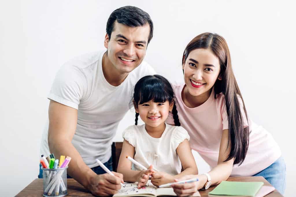 เด็กไทย เรียนภาษาอังกฤษ มาเป็นสิบๆปี แต่พอเรียนจบมา ทำไมสื่อสารกับฝรั่งไม่รู้เรื่อง