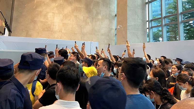 ประชาชนจีนกว่าร้อยคน ได้บุกเข้าไปยังอาคารสำนักงานใหญ่ของกลุ่มไชน่าเอเวอร์แกรนด์